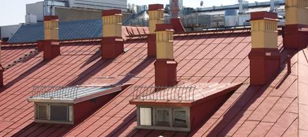 Katon vuosittainen huolto on taloudellisesti järkevää, kunhan perspektiivi on riittävän pitkä. Huoltojen merkitys alkaa näkyä katon saapuessa parinkymmenen vuoden ikään.